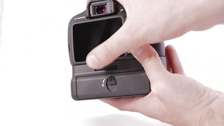 Canon tight battery grip
