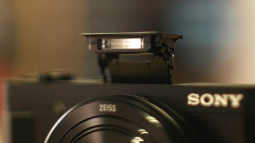 Flash Sony HX90