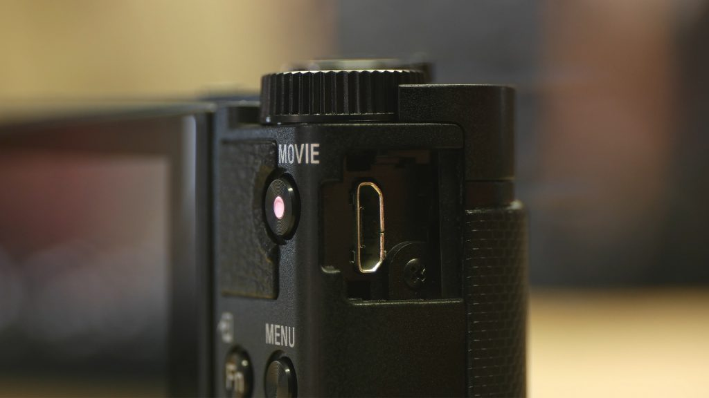 Micro USB Sony HX90