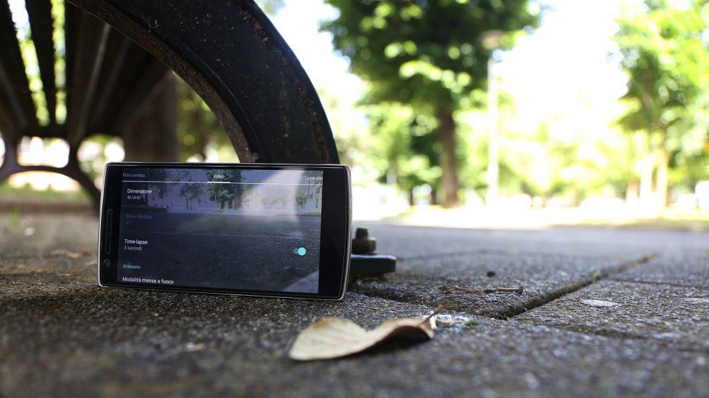 Smartphone posizione precaria time lapse