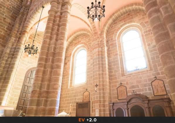 Esposizione 2 HDR Interno chiesa