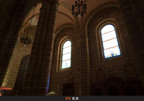 Esposizione 4 HDR Interno chiesa