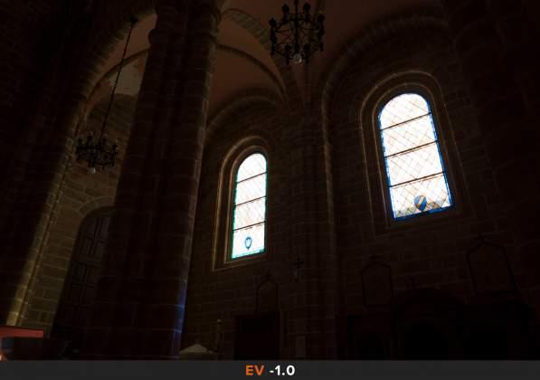 Esposizione 5 HDR Interno chiesa