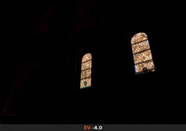 Esposizione 8 HDR Interno chiesa