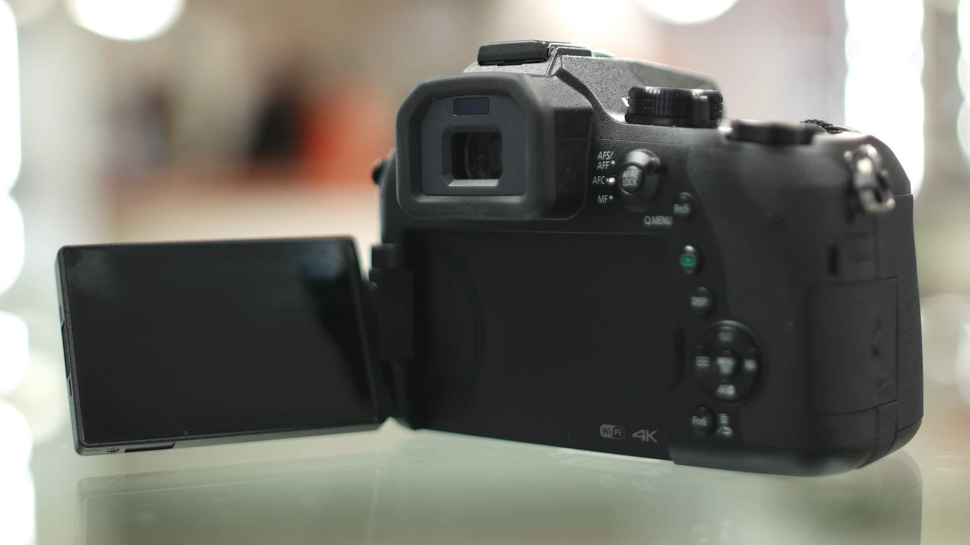 Schermo orientabile Panasonic FZ2000