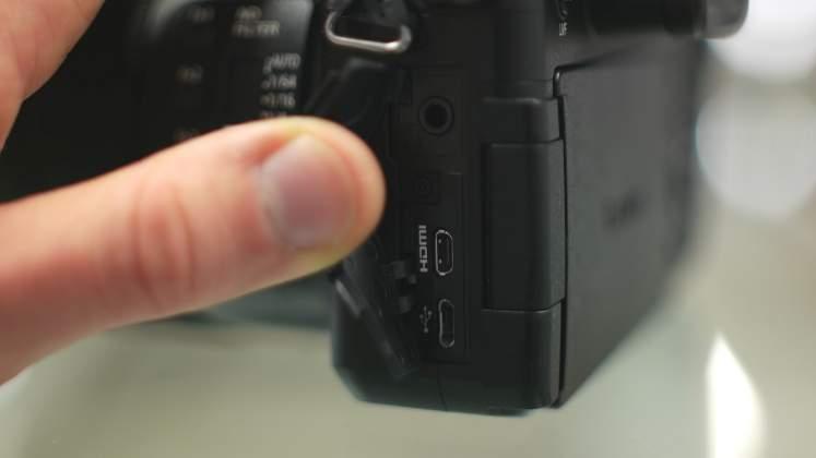 Input output sinistra Panasonic FZ2000