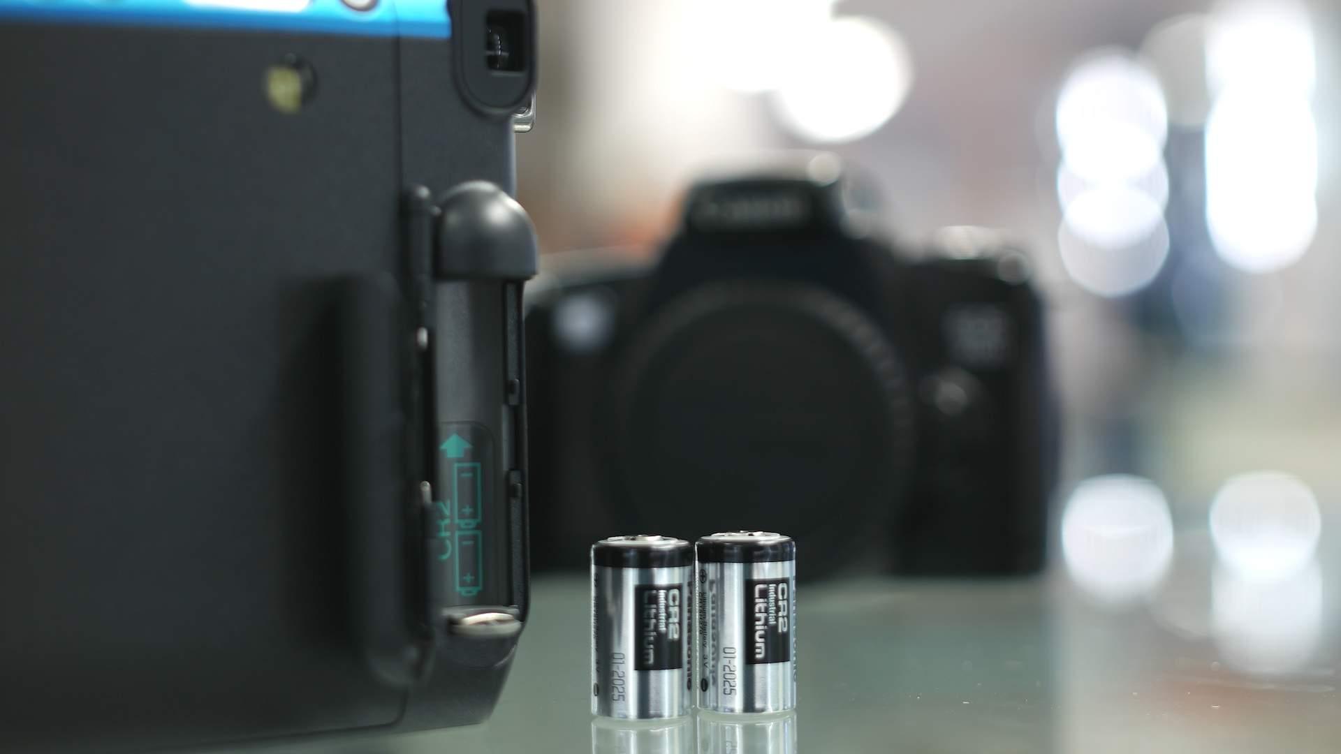 Dettaglio vano batterie FujiFilm Instax Mini 70