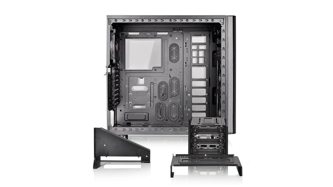 Interno Thermaltake view 31 tg