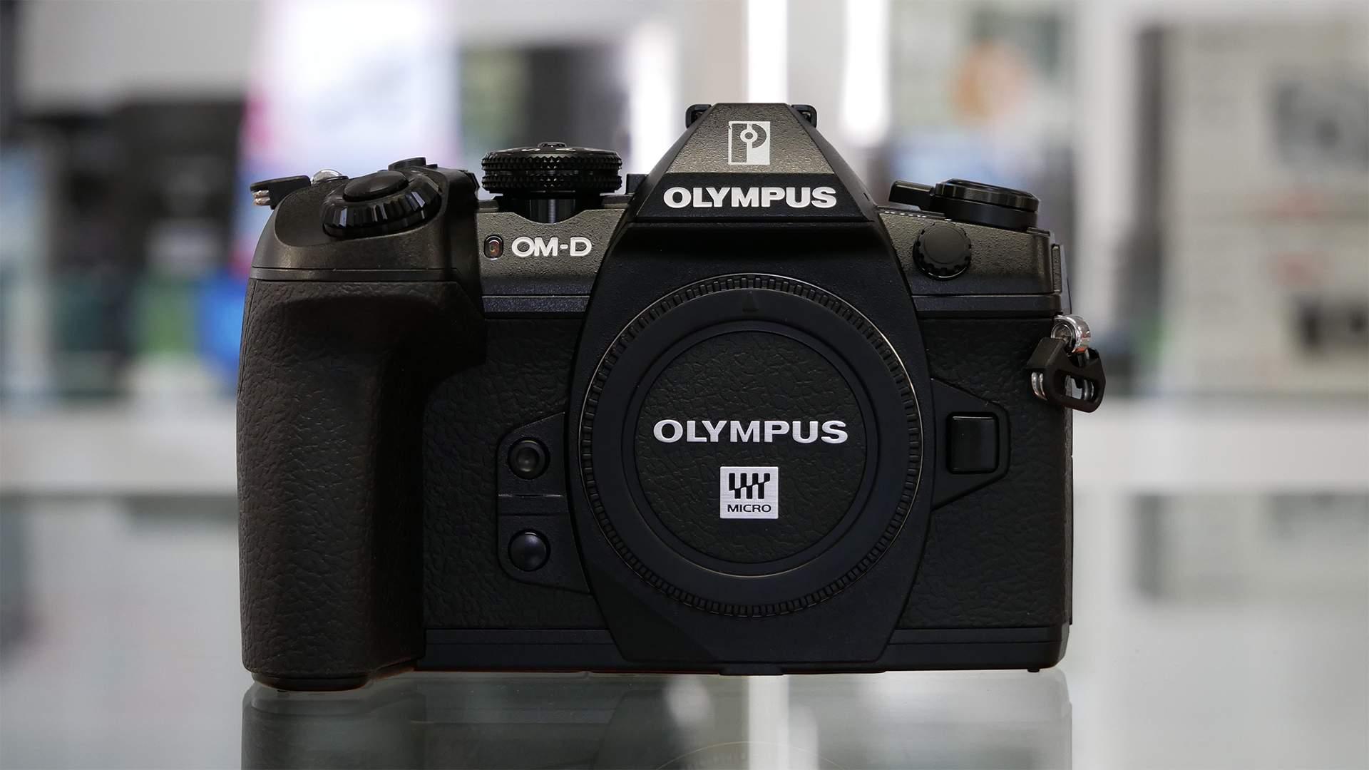 Parte frontale Olympus E-M1 Mk II