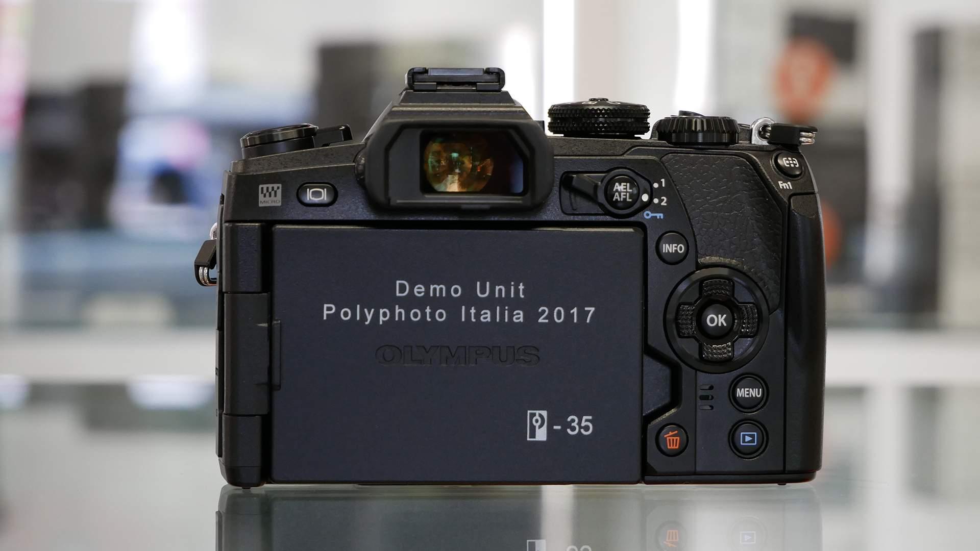 Parte posteriore Olympus E-M1 Mk II