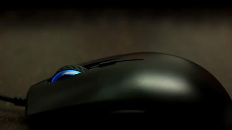 Dettaglio rotellina DPI Mouse Cooler Master Masterkeys Lite L