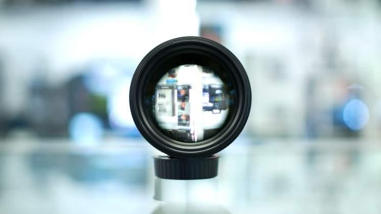 Vista frontale Nikon 105mm f1.4