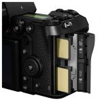Mirrorless Panasonic S1 e s1R vista superiore vista slot memoria XQD scheda SD